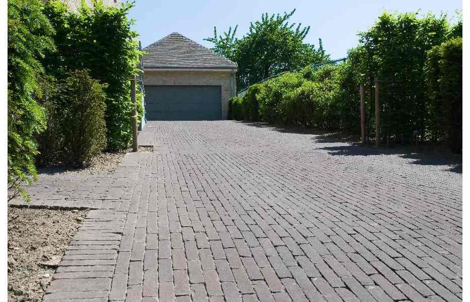 Hoe verhard je een tuinpad oprit of terras bouwinfo - Terras eigentijds huis ...
