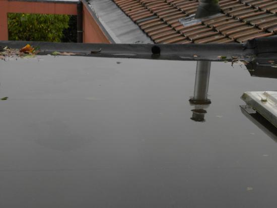 Water op plat dak verwijderen