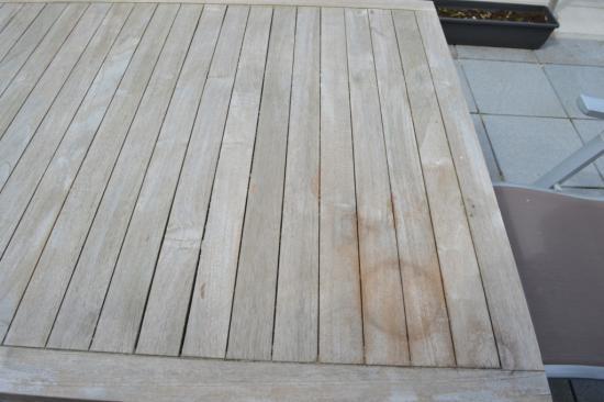 Kringen en vlekken op tafelblad uit teak bouwinfo