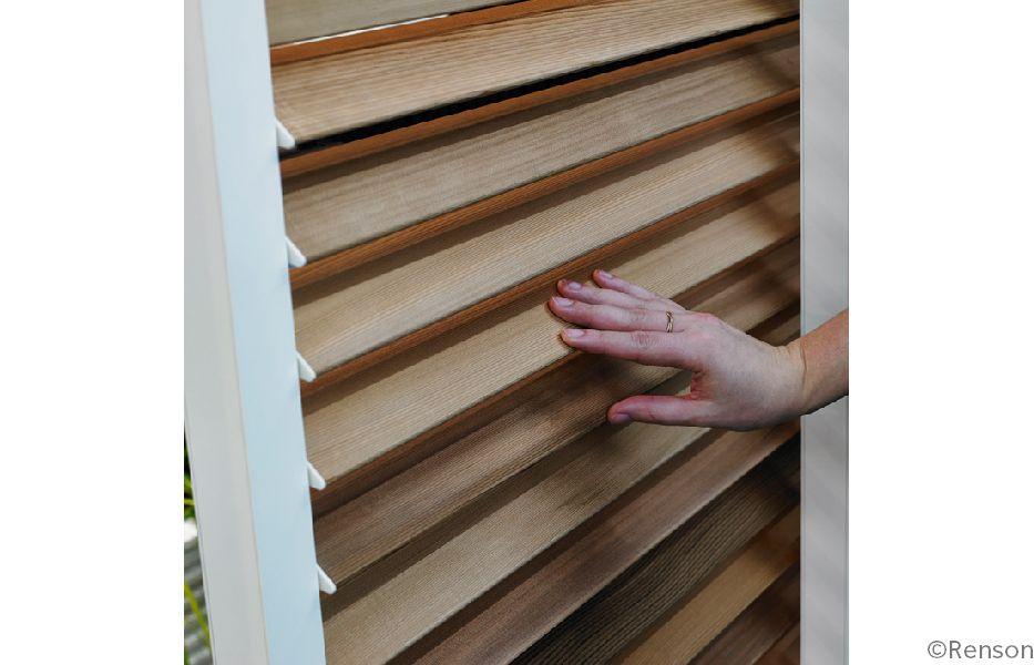 RENSON stelt schuifpaneel met beweegbare houten lamellen voor ...