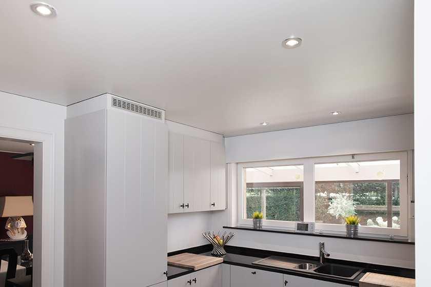 Koud of warm spanplafond? Dit zijn de verschillen! | Bouwinfo
