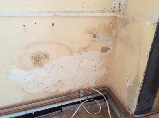 Plankenvloer verwijderd - witte aanslag op tegels eronder | Bouwinfo