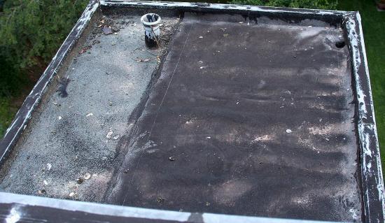 Lekkend plat dak tijdelijk dichtmaken bouwinfo - De naad bouwen ...