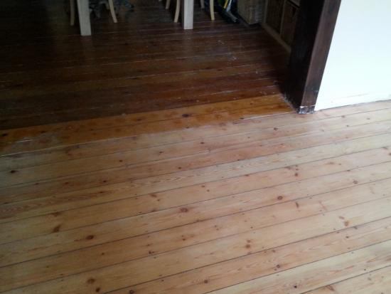 Houten Vloer Vuren : Renovatie oude grenen plankenvloer bouwinfo